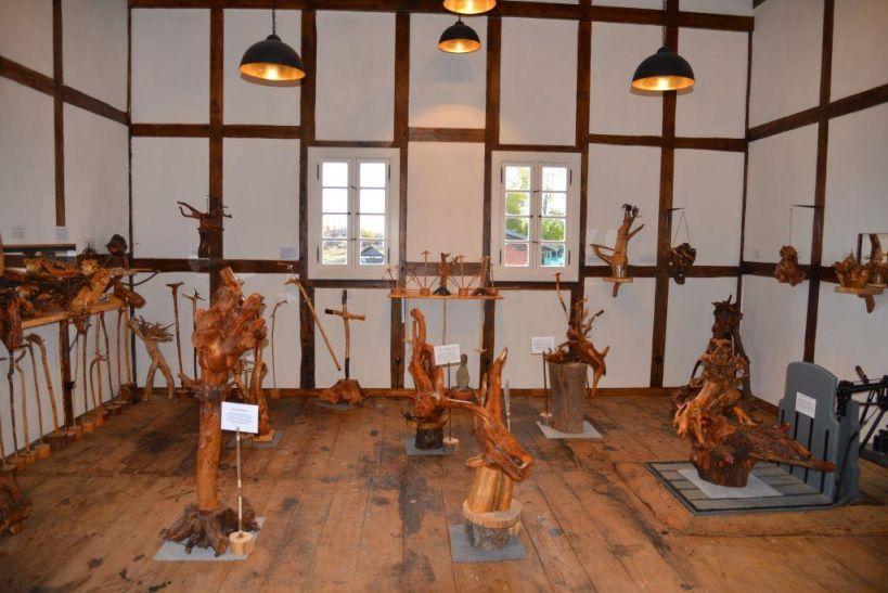 Blick in die Wurzelskulpturenausstellung 2