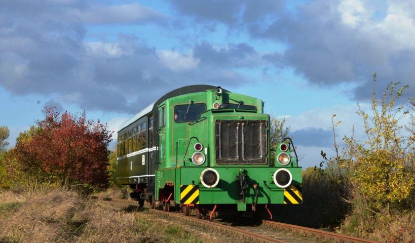 V22 mit Museumszug auf der Strecke 2